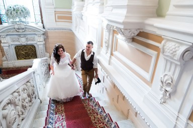 Жених и невеста перед подачей документов на регистрацию брака