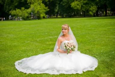 Невеста в Михайловском саду