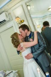 Поцелую жениха и невесты под крики горько