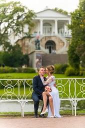 Свадебная фотография жениха и невесты в Екатерининском парке