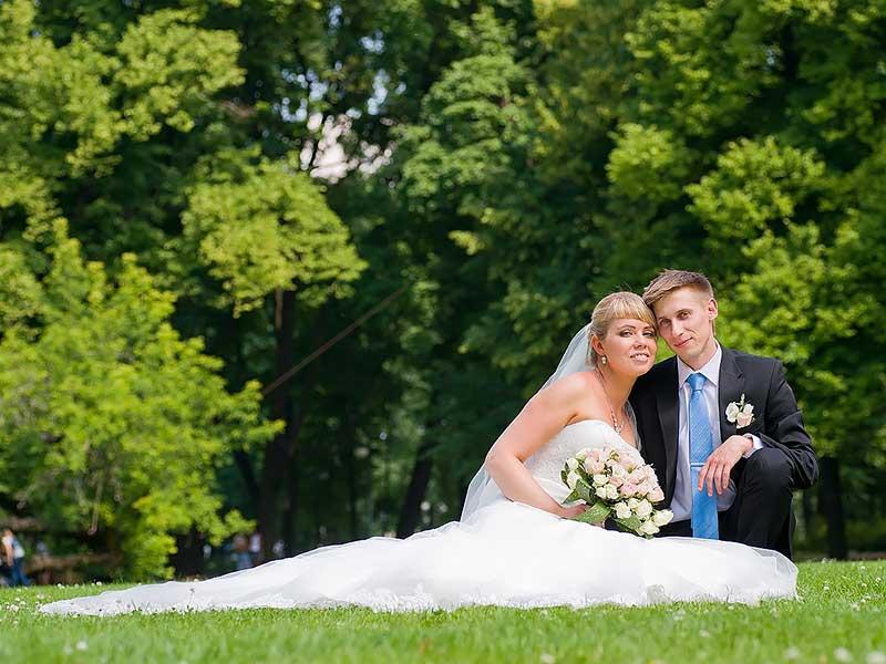 жених и невеста в Михайловском саду