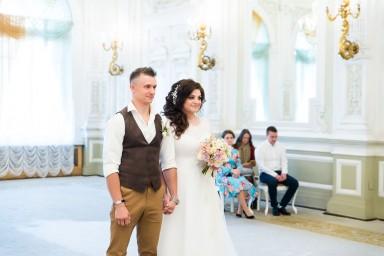 Дворец бракосочетания №1 - жених и невеста на регистрации брака