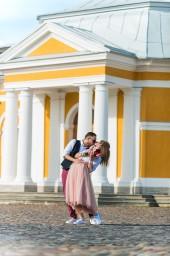 Жаркий поцелуй Алексея и Ольги на Петропавловской крепости