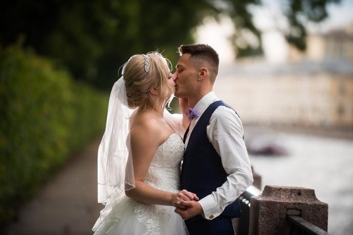 сколько часов работают фотографы на свадьбах тихая