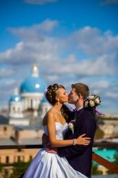 Свадебная фотография в СПб с видом на Троице-Измайловский собор